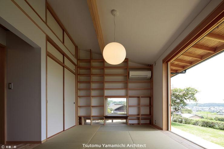 山道勉建築 Asian walls & floors Wood White