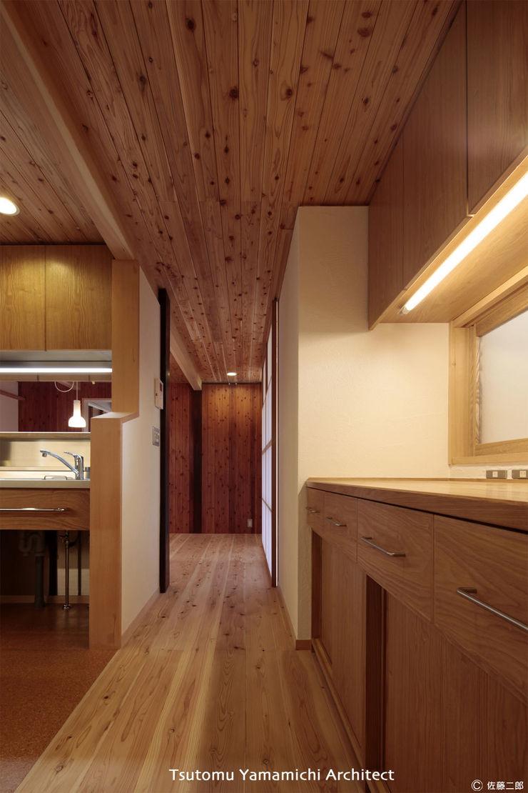 山道勉建築 Asian corridor, hallway & stairs Wood Wood effect
