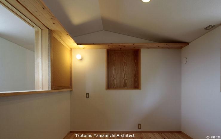 山道勉建築 Asian style media rooms Wood White