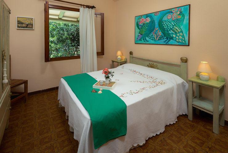 Mario Marino Rustic style bedroom