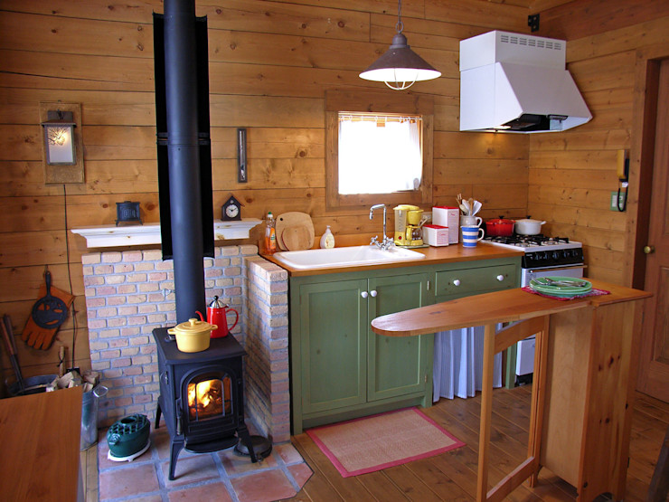 Small Cottage at Mt.Yatsugatake, Japan Cottage Style / コテージスタイル Cocinas de estilo rural