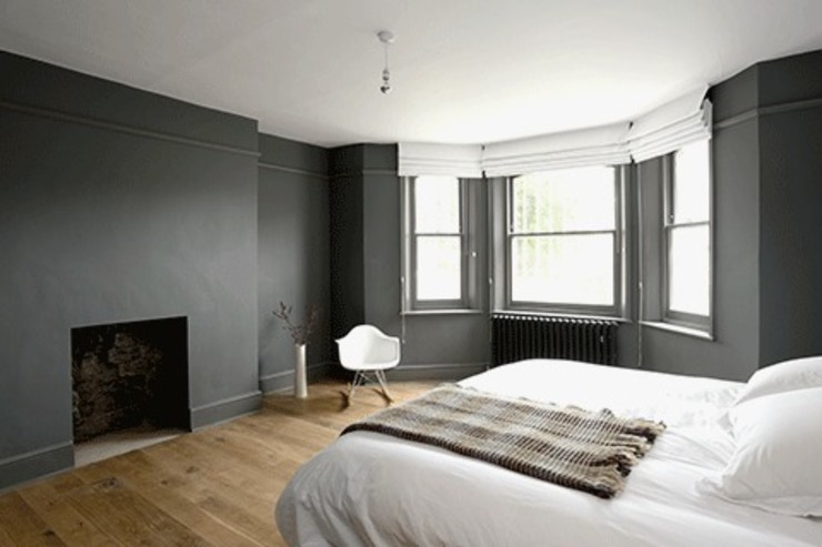Deep grey throughout Forster Inc Camera da letto moderna