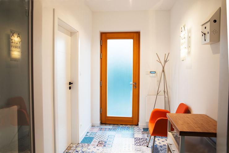 if architektura Pasillos, vestíbulos y escaleras de estilo minimalista