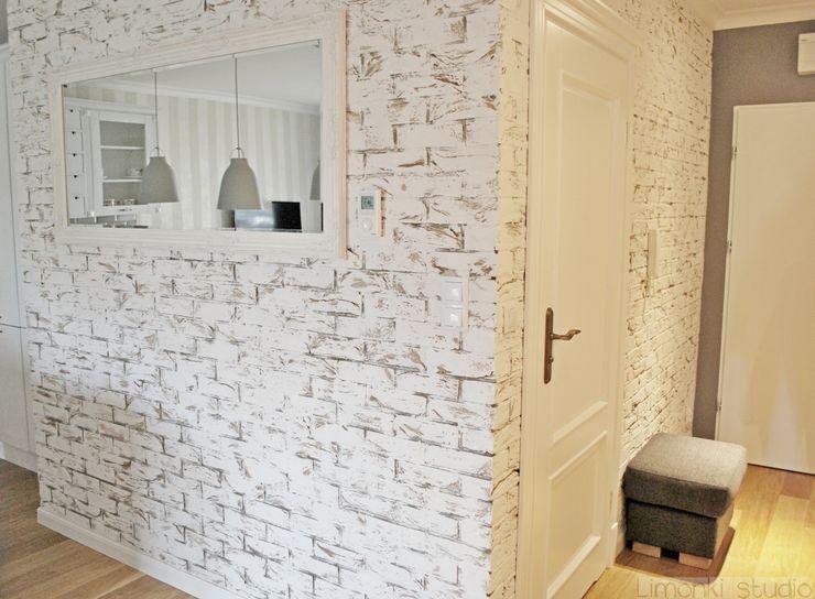 Mieszkanie w stylu klasycznym Limonki Studio Wojciech Siudowski Klasyczny korytarz, przedpokój i schody
