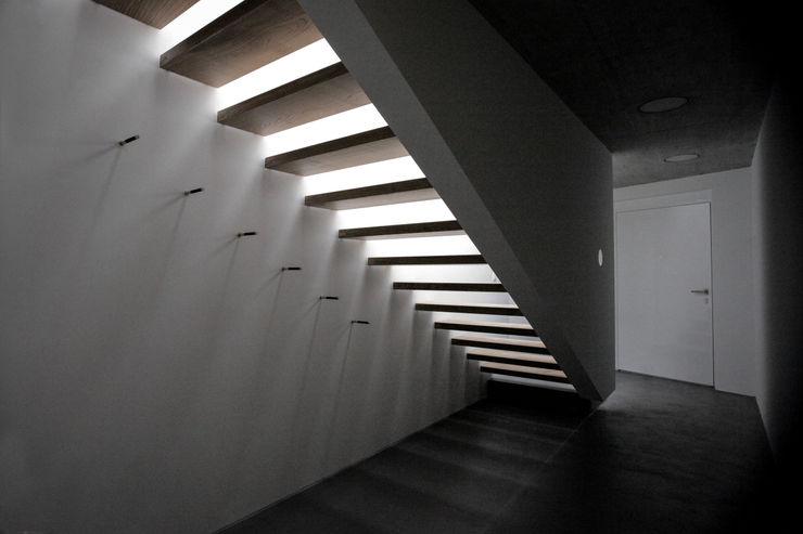 mpp architekten ag 現代風玄關、走廊與階梯