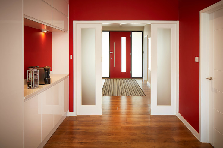 House in Chandlers Ford II LA Hally Architect Modern corridor, hallway & stairs