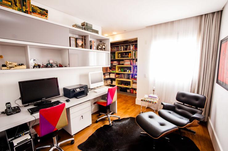 Casa 2 Arquitetos Modern study/office