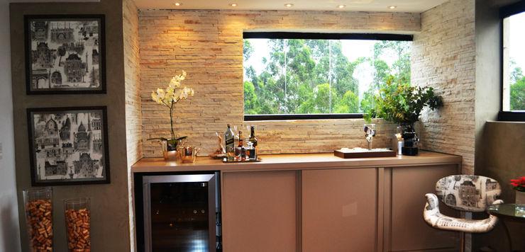 Helô Marques Associados Ruang Penyimpanan Wine/Anggur Gaya Rustic