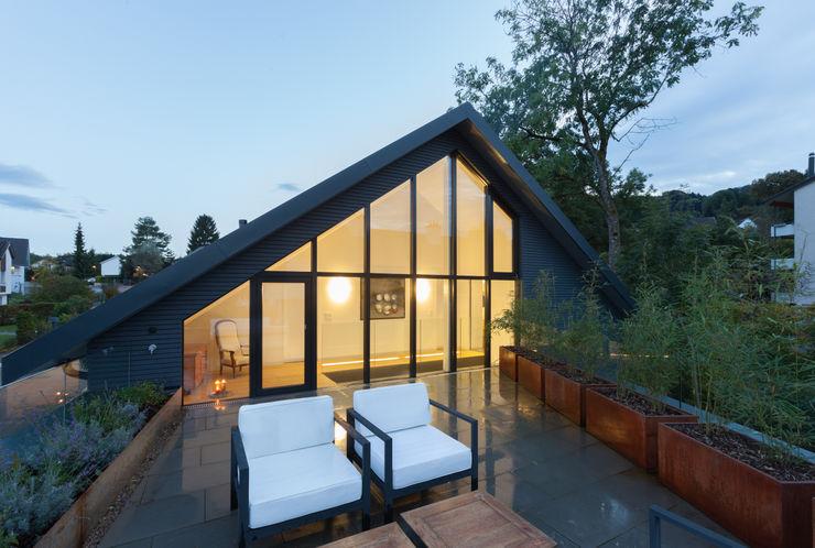 Dachterrasse von Mann Architektur GmbH Moderner Balkon, Veranda & Terrasse