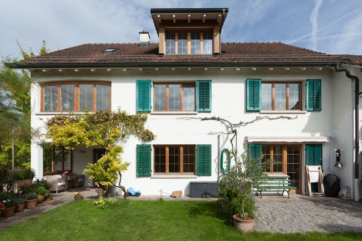 Gartenfassade von Mann Architektur GmbH Moderne Häuser