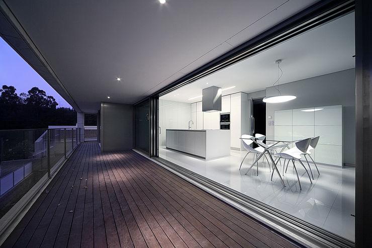 Albertina Oliveira-Arquitetura Unipessoal Lda Minimalist kitchen