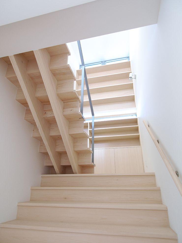 開建築設計事務所 Modern corridor, hallway & stairs