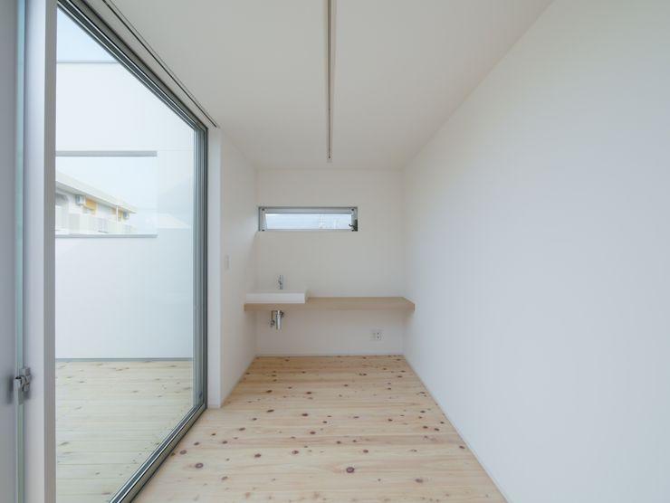開建築設計事務所 Modern study/office