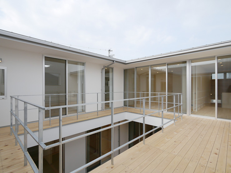 開建築設計事務所 Modern balcony, veranda & terrace