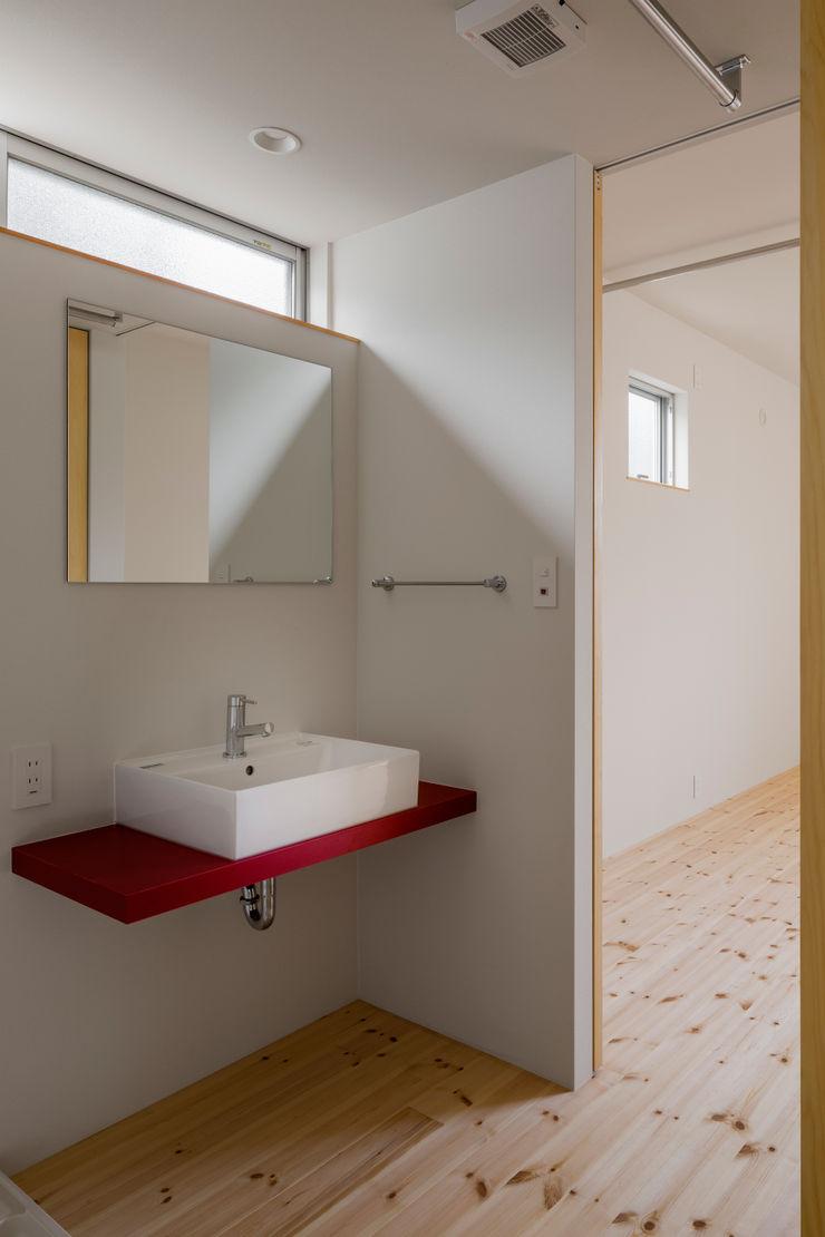 萩原健治建築研究所 Minimalist bathroom