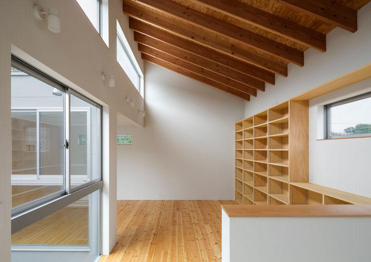 三浦の家 萩原健治建築研究所 ミニマルデザインの リビング