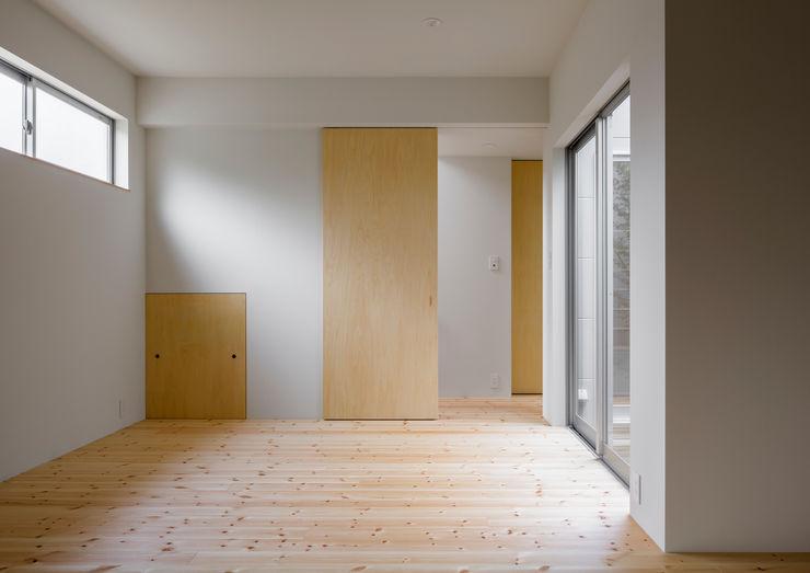 萩原健治建築研究所 Minimalist nursery/kids room