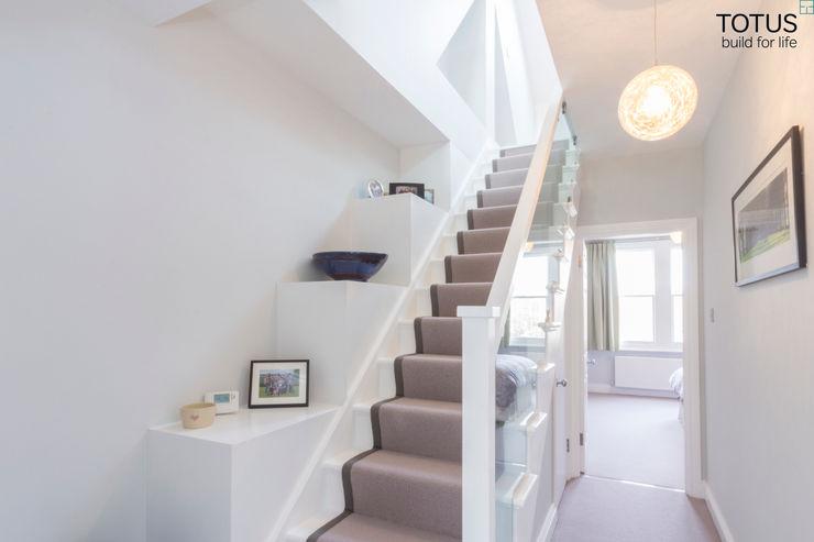 Loft conversion and house remodelling in Wimbledon TOTUS Nowoczesny korytarz, przedpokój i schody