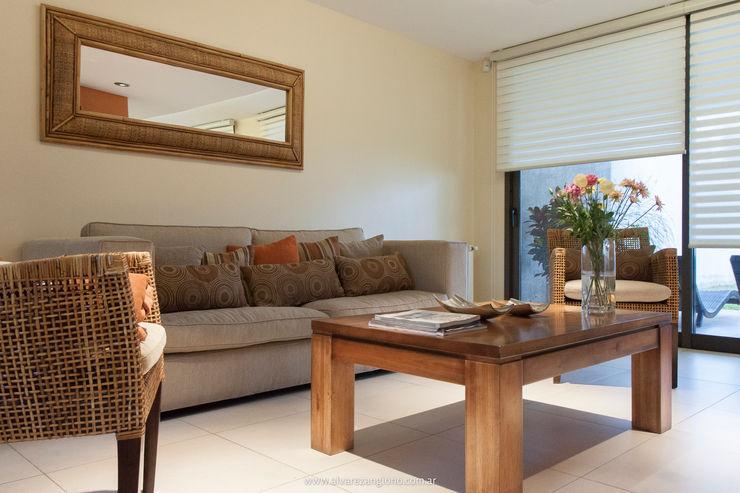 Estudio Alvarez Angiono Living roomSofas & armchairs