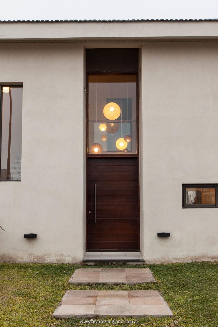 Estudio Alvarez Angiono Modern Houses