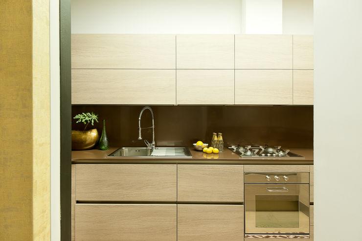 Markham Stagers Modern kitchen Beige