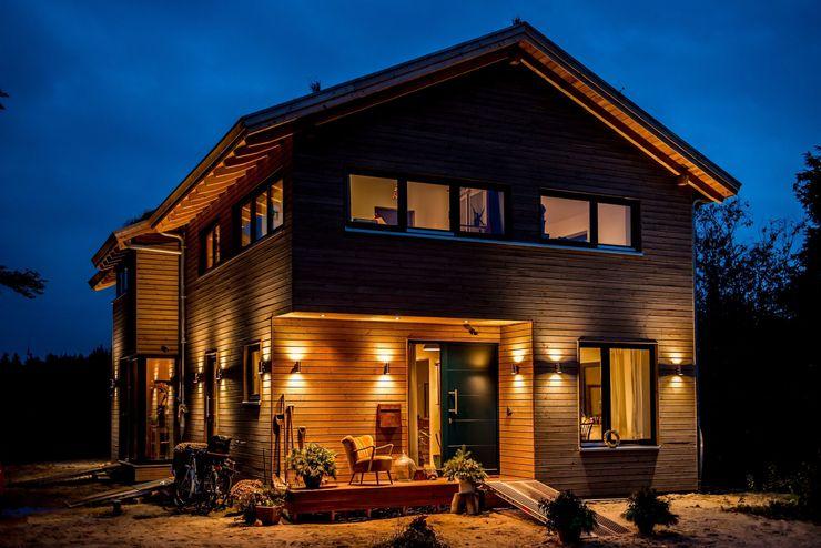 Moderner Landhausstil - Fassade mit Douglasienholzverschlaung architektur. malsch - Planungsbüro für Neubau, Sanierung und Energieberatung Moderne Häuser