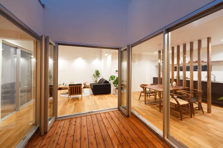 株式会社 T.N.A Balcones y terrazas modernos: Ideas, imágenes y decoración