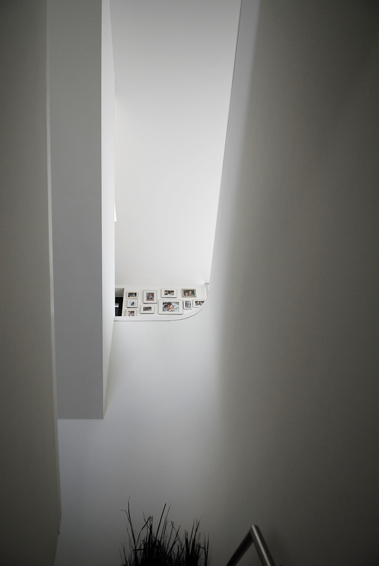 TEKTON architekten Modern Corridor, Hallway and Staircase