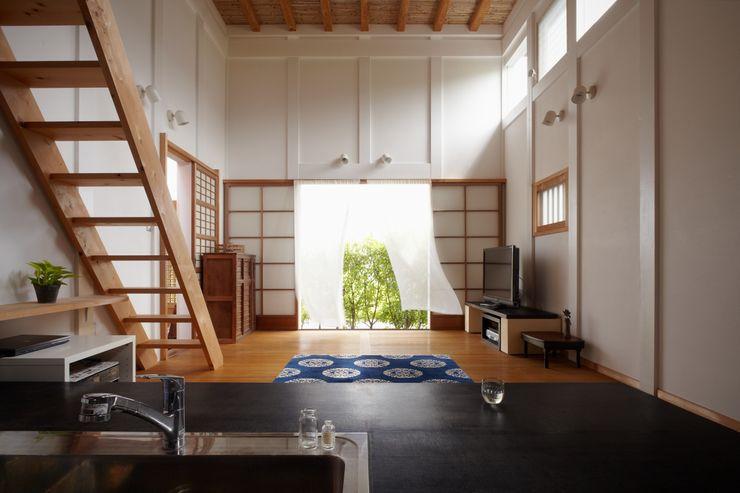ホリナンの家 平野建築設計室 カントリーデザインの リビング