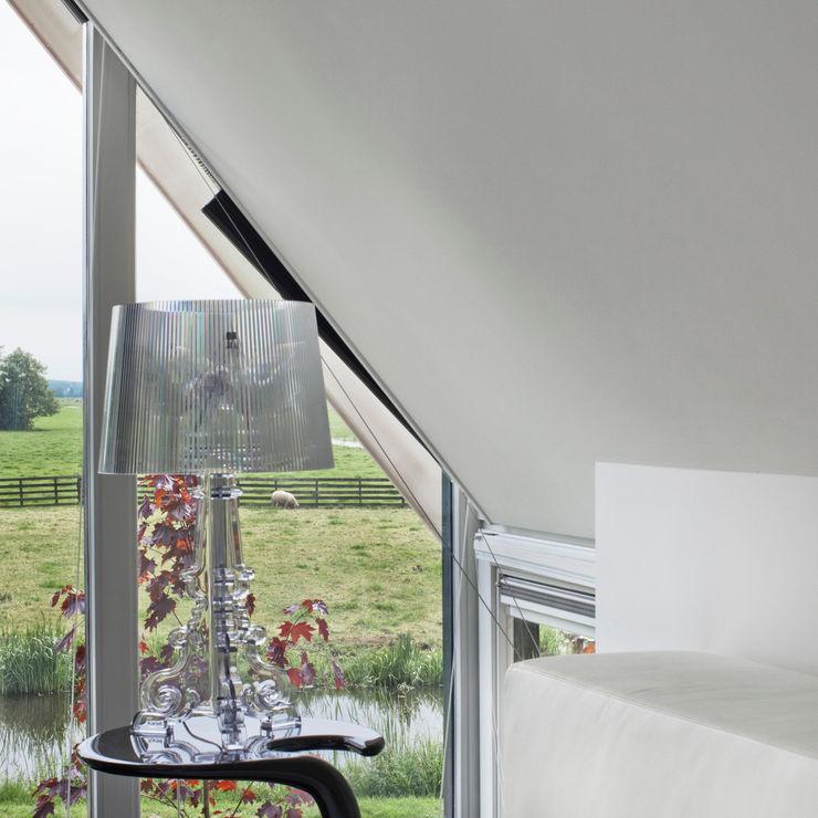 Het landschap door de ramen van de slaapkamer MEF Architect Moderne slaapkamers