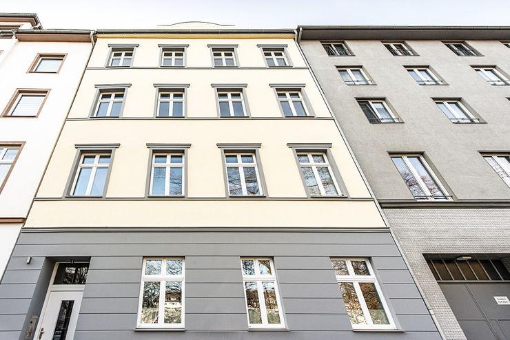 Sanierung Mehrfamilienhaus Düsseldorf/Derendorf Maria Stahl Architekten Rustikale Häuser