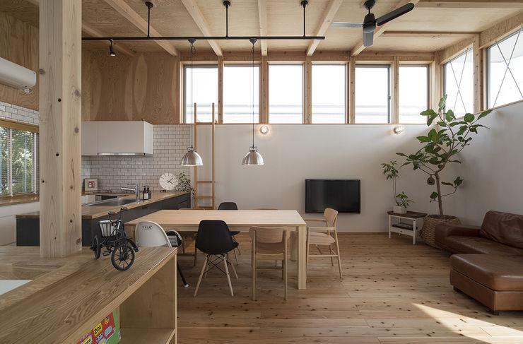 西庇の家 株式会社建楽設計 モダンデザインの リビング