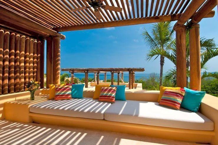 BR ARQUITECTOS Tropische balkons, veranda's en terrassen