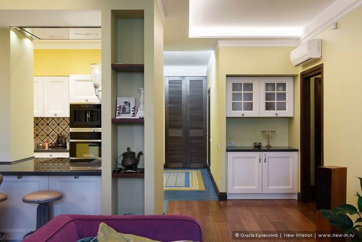 Квартира на Петроградке в колониальном стиле Ольга Кулекина - New Interior Кухня в колониальном стиле Желтый