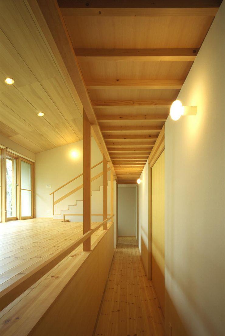 キタウラ設計室 Eclectic style corridor, hallway & stairs