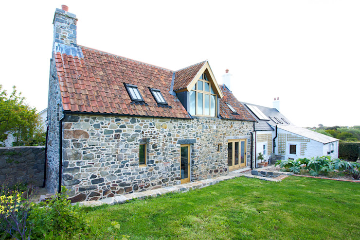 The Elms CCD Architects Rustic style houses