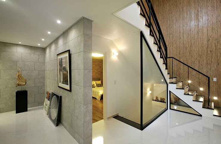 homify Pasillos, vestíbulos y escaleras modernos