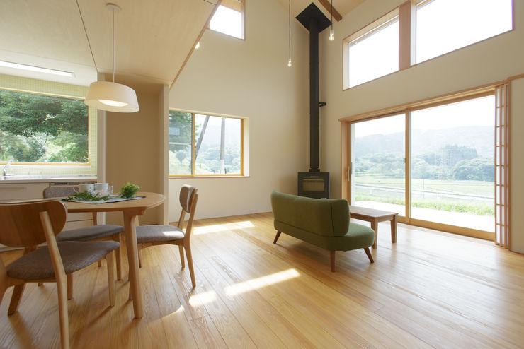 house in Ishikawauchi とやま建築デザイン室 モダンデザインの リビング