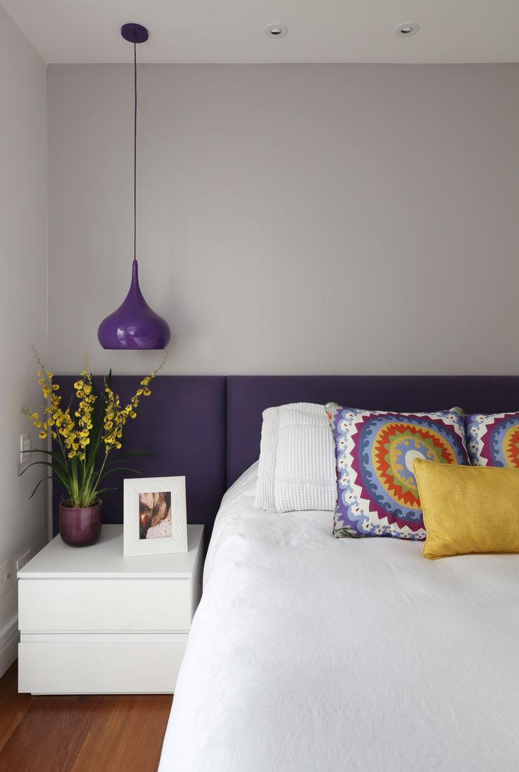 Duda Senna Arquitetura e Decoração BedroomBeds & headboards