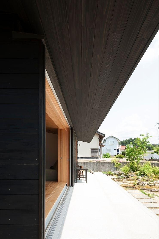 宇佐美建築設計室 Classic style balcony, porch & terrace