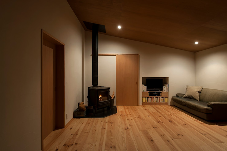 宇佐美建築設計室 Living roomFireplaces & accessories