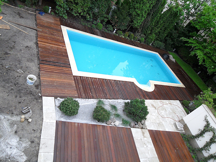 Taras drewniany wokół basenu w Warszawie PHU Bortnowski