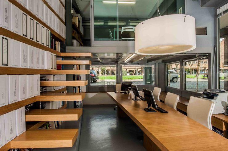 studio di architettura Comes Del Gallo モダンデザインの 書斎