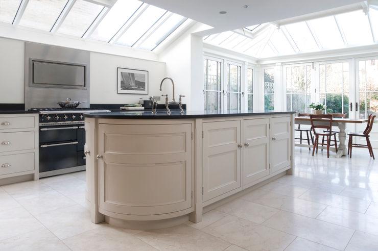 Barnes Townhouse | Simple, White & Bright Classic Contemporary London Kitchen Humphrey Munson Kitchen