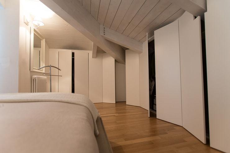 Appartamento al mare QUADRASTUDIO Camera da lettoArmadi & Cassettiere