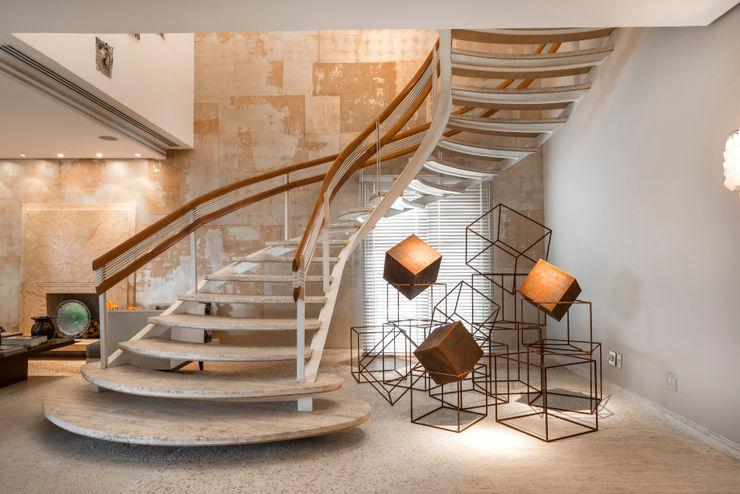 Residência Itaim Bibi Denise Barretto Arquitetura Corredores, halls e escadas modernos