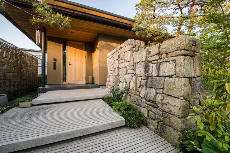 株式会社近江庭園 Jardines de estilo moderno