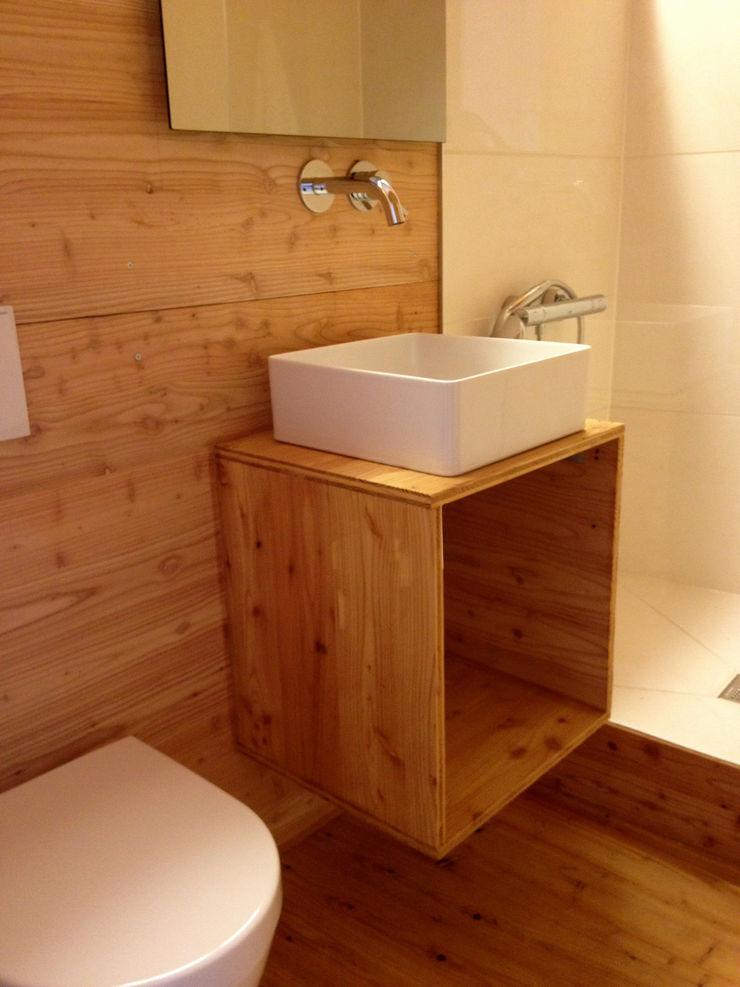 Bad im Obergeschoss André Rösch Architekt Skandinavische Badezimmer