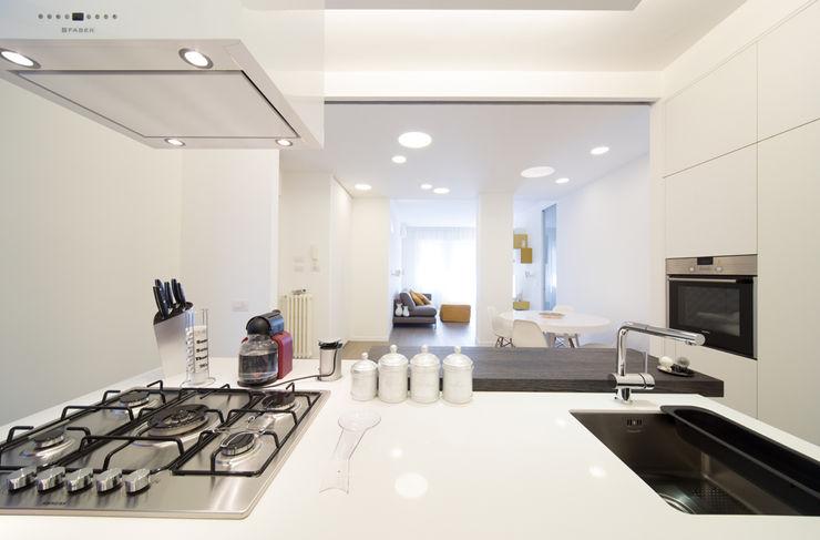 Radiant White ristrutturami Cucina minimalista