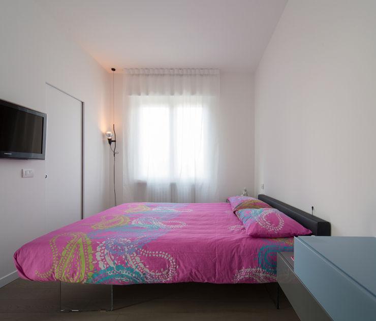 ristrutturami Dormitorios de estilo minimalista